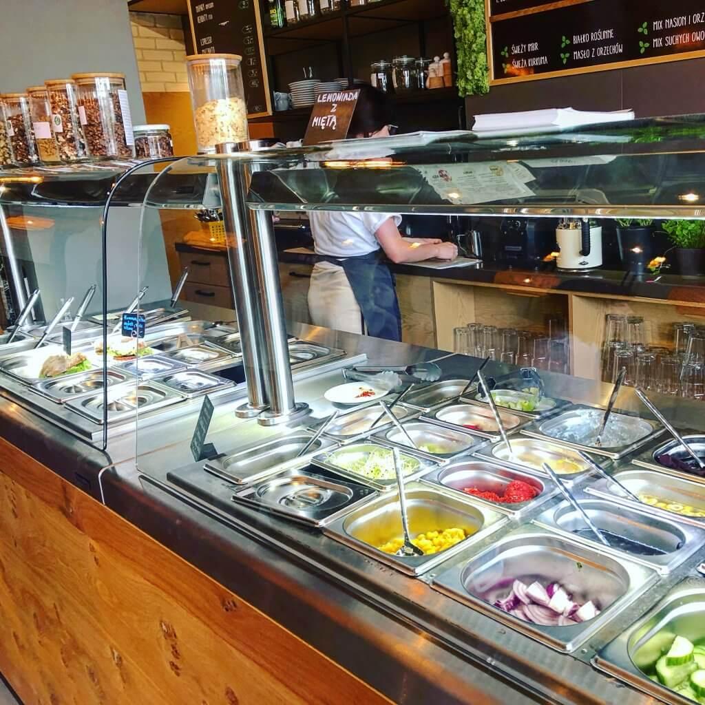 na zdjęciu bar z warzywami do wyboru
